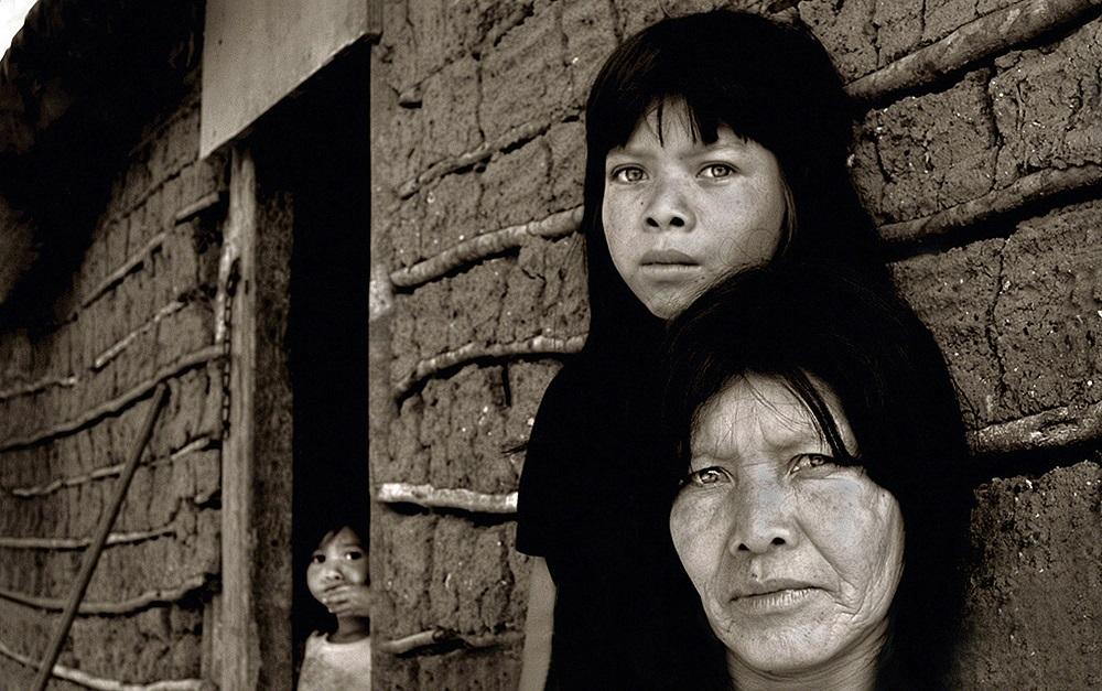 auas-2015-ana-caroline-de-lima-guarani-indians-at-their-tribe